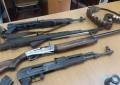 Një i mitur në Leposaviq vjedh tri pushkë dhe i shet
