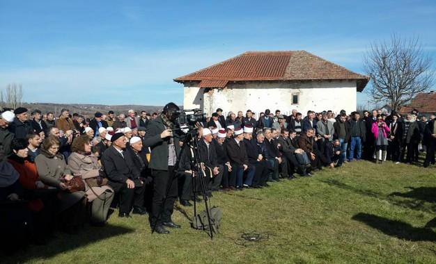 Në Burojë nderohet mësuesi dhe hoxha i fshatit Burojë, Mulla Ilaz Spahija – Broja në 70 vjetorin e rënies