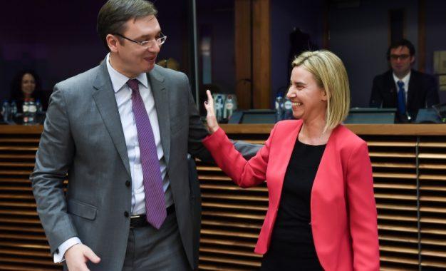 Mogherini i thotë Vuçiqit se marrëveshjet e Brukselit duhet të zbatohen sa më shpejt