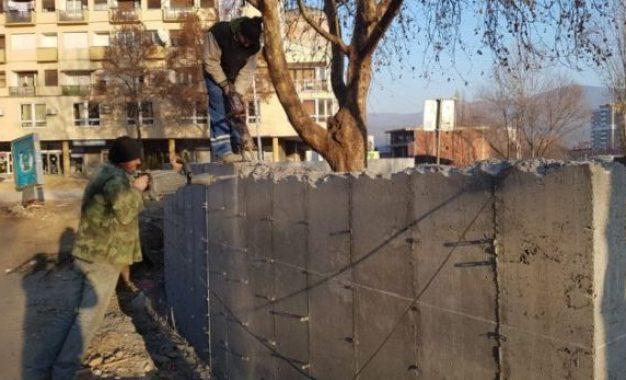 Ministri i mjedisit Shala: Fati i murit në Mitrovicë varet nga bisedimet në Bruksel